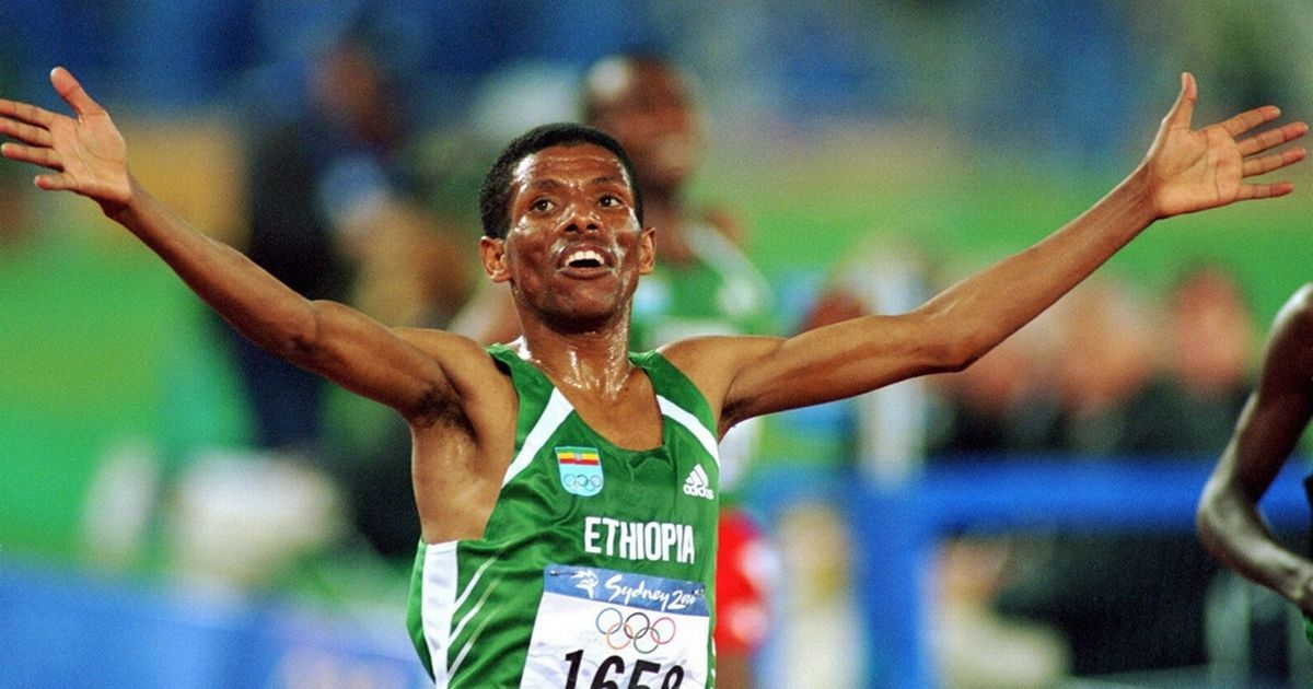 Haile Gebrselassie celebrating at the Sydney Olympics (Credit: Getty)