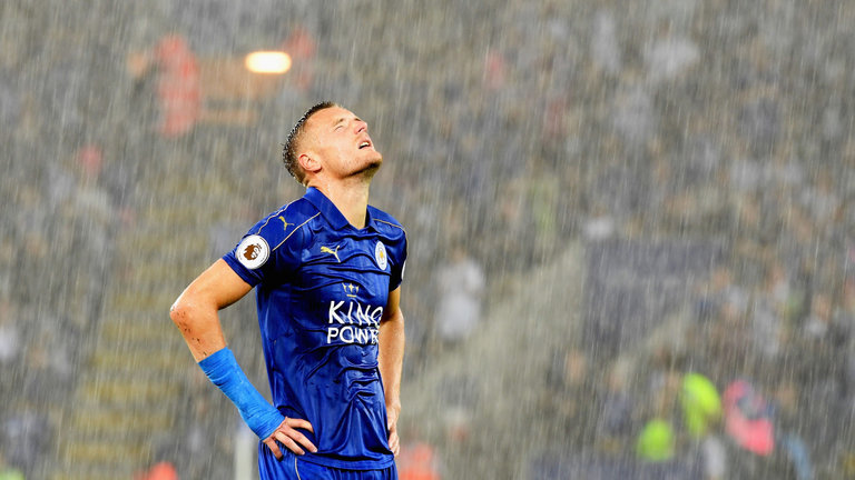 premier-league-football-leicester-city-jamie-vardy-rain-raining_3773902
